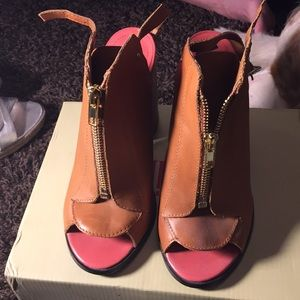 Tan Kelsi Dagger Leather Upper Heel 7